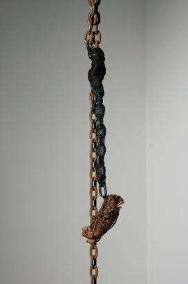 2004   300 x 15 x 10 cm  fleisch & div. materialien